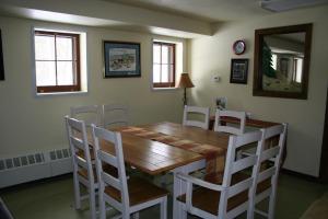 bear breakout room table